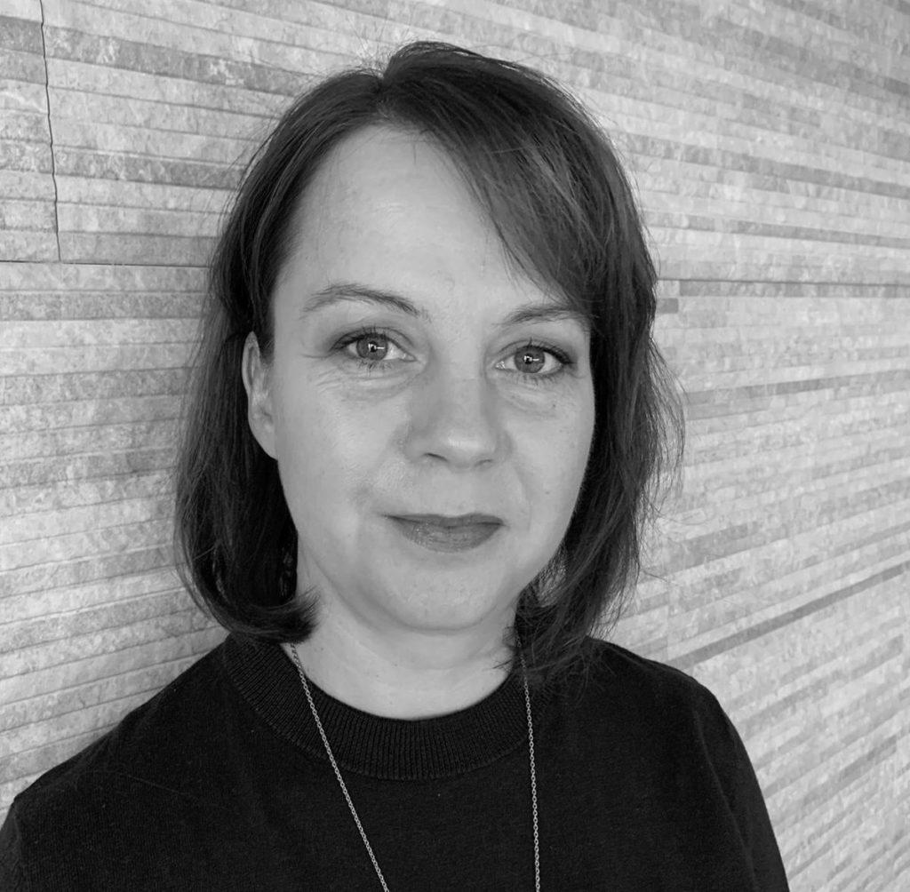 Toimistosihteeri Katja Ania