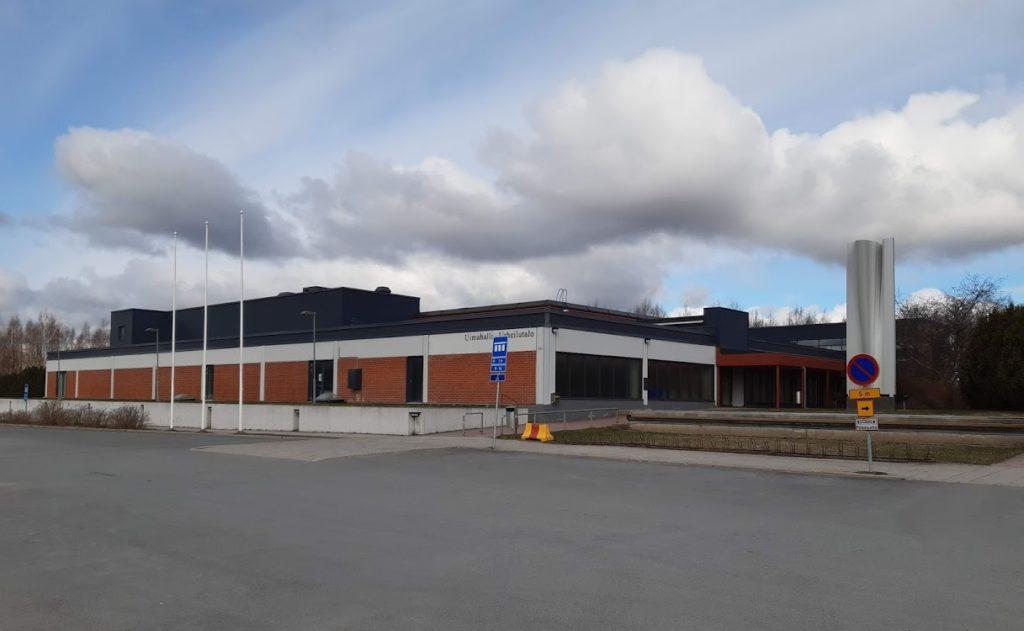 Kuvassa Uimahalli-Urheilutalo ulkoapäin