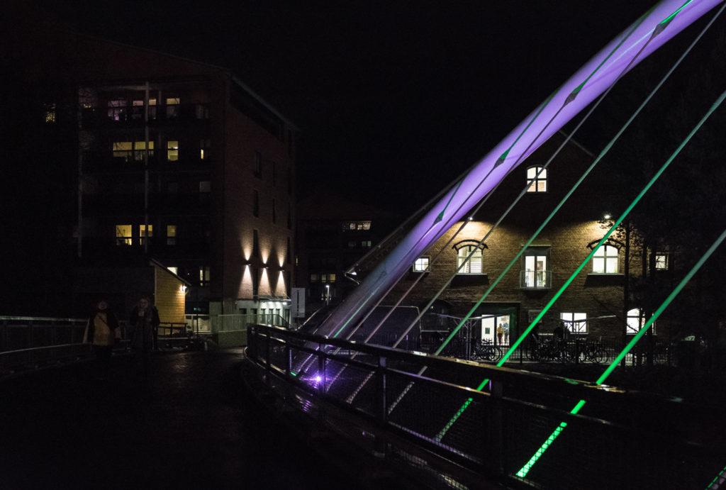 Kalevan Navetan valoja illalla Lakeuden aamunkoi -sillalta kuvattuna.