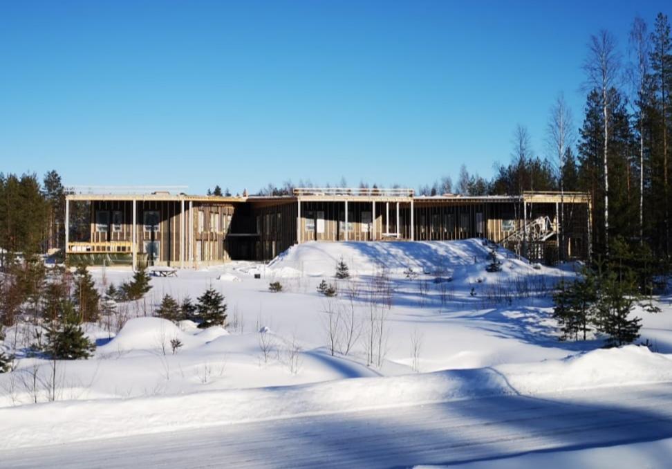 Päiväkoti Tähti rakenteilla lumisessa maisemassa